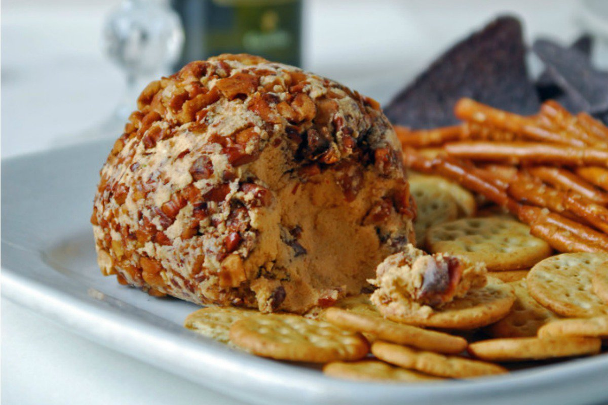 Sriracha and Lime Cheeseball