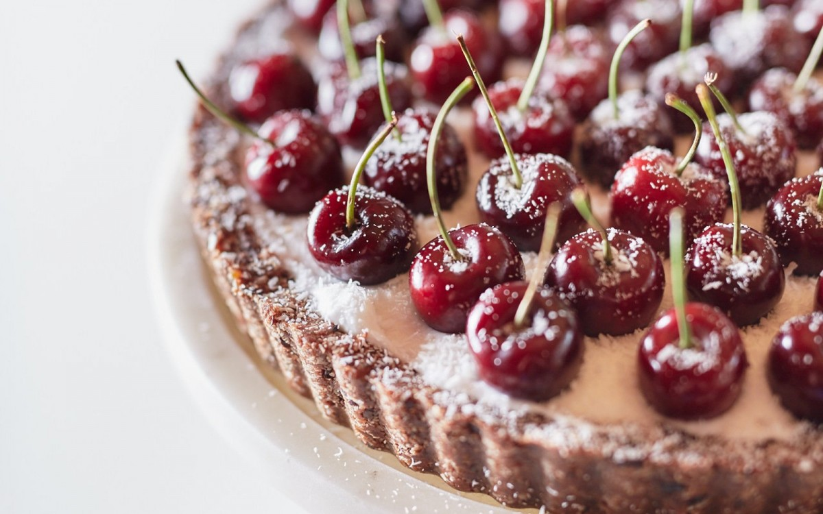 8 Recipes for Vegan Cherry Tarts and Pies!