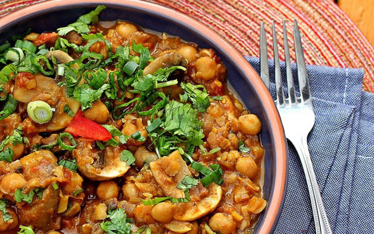 Chickpeas and Mushrooms in Caramelized Onion and Tomato Sauce