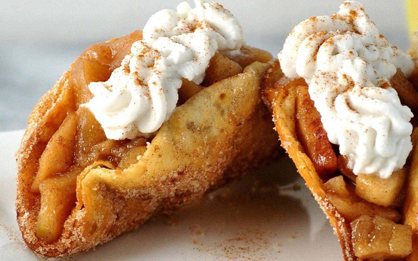 cinnamon apple dessert tacos