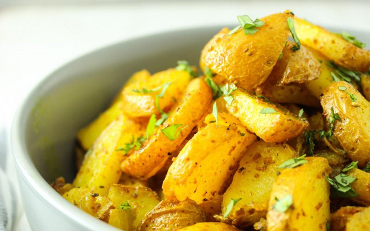 Crispy Turmeric Curried Roasted Potatoes 2