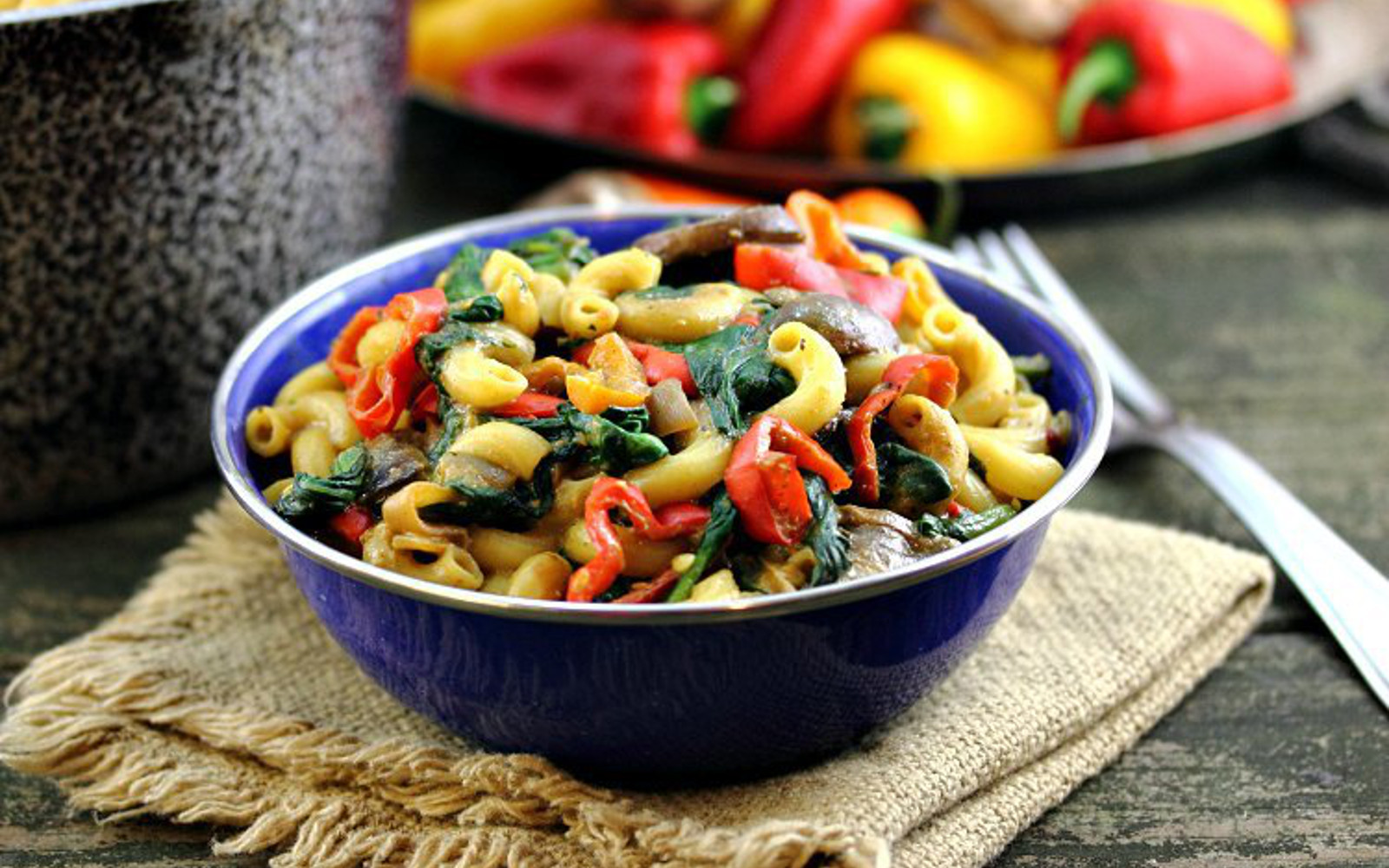 Vegan Mac and Cheese With Mushrooms, Peppers, and Spinach