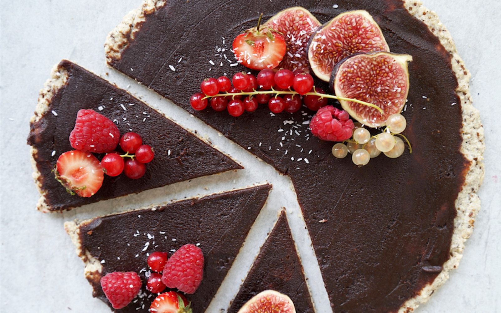 Vegan Nutella Dessert Pizza