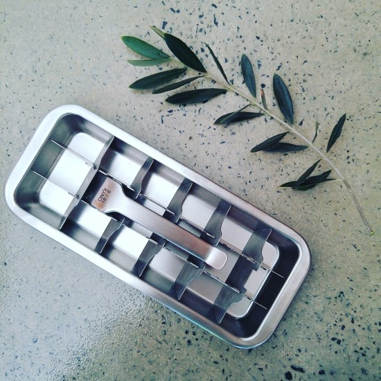 Onyx-Stainless-Steel-Ice-Cube-Tray-550x550