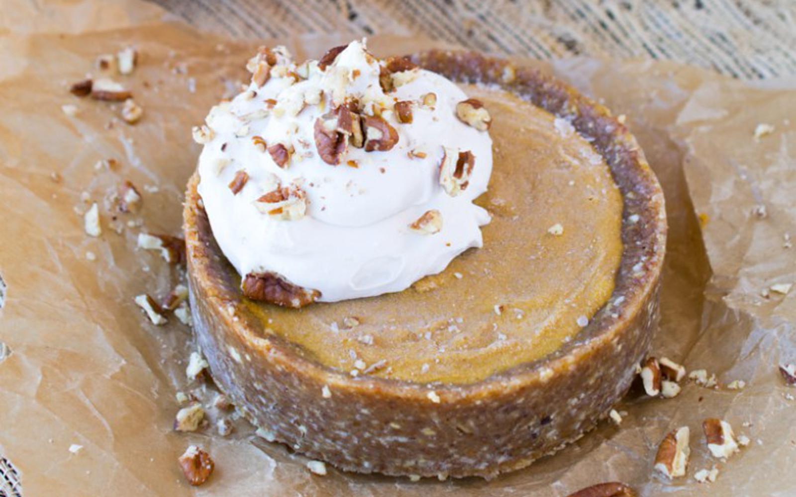 No-Bake Pumpkin Date Pie 4