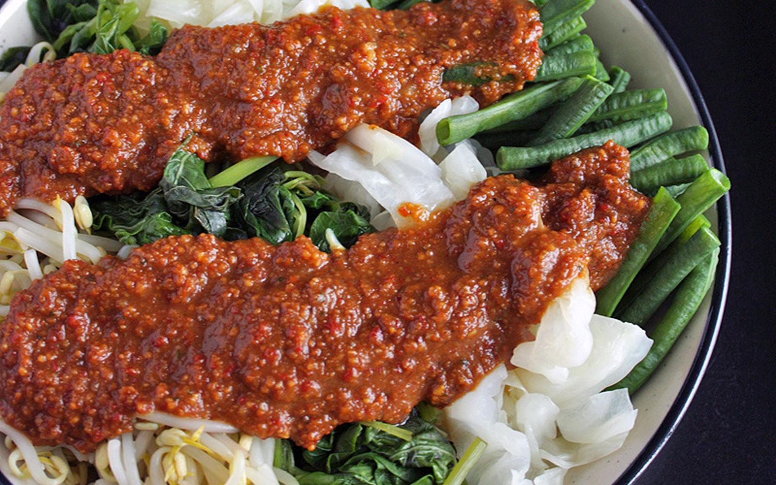 Pecel: Indonesian Vegetables in Peanut Sauce