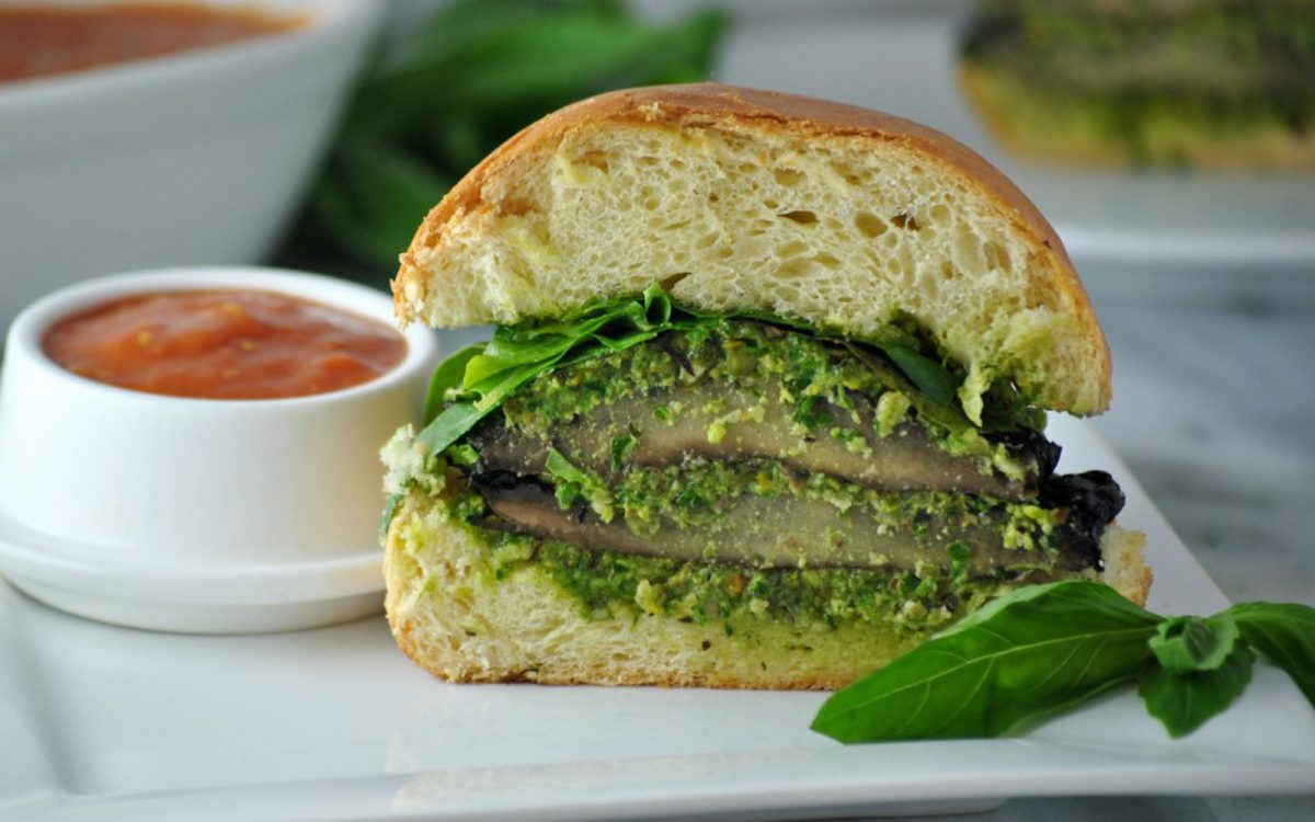 Pesto Portobello Sandwich With Spicy Sauce
