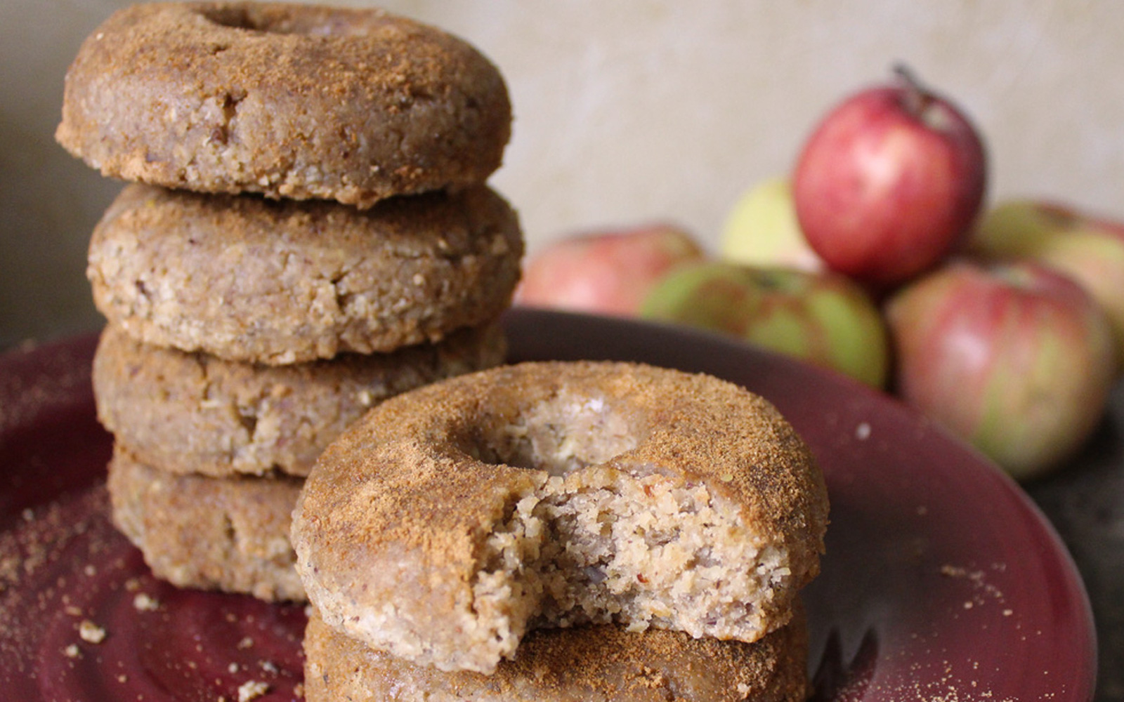raw apple cider doughnuts