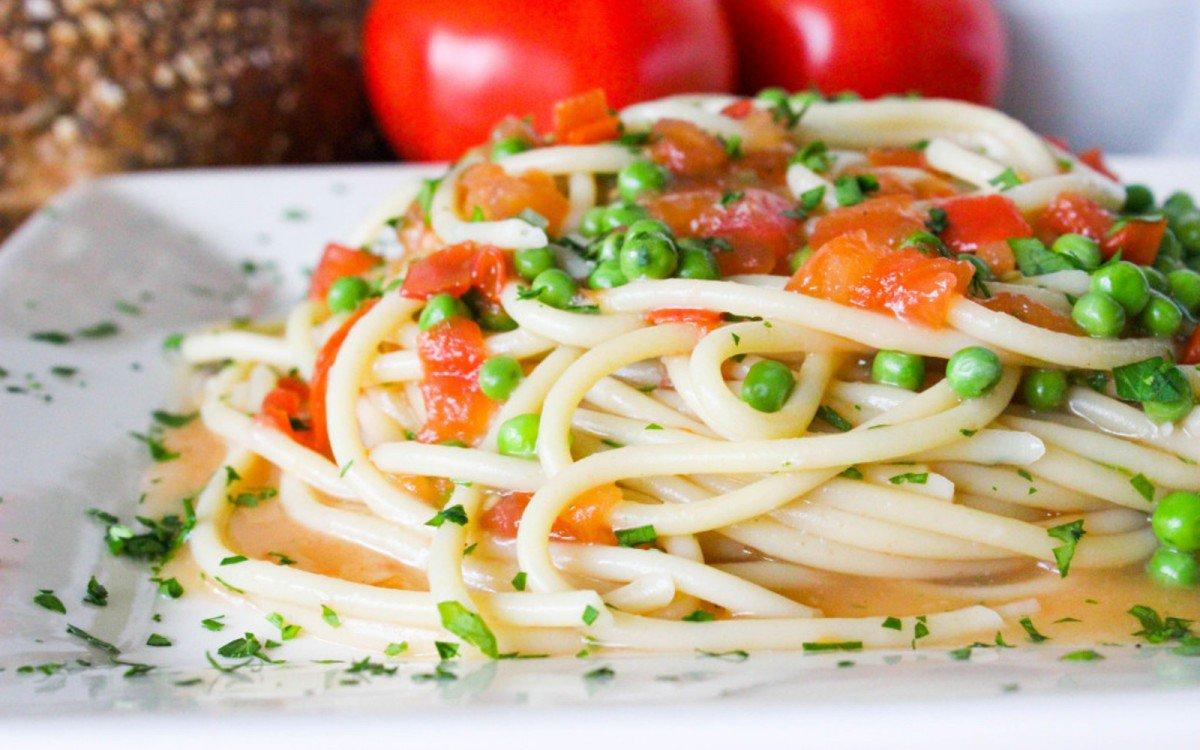 white-wine-tomato-sauce-2-1200x750