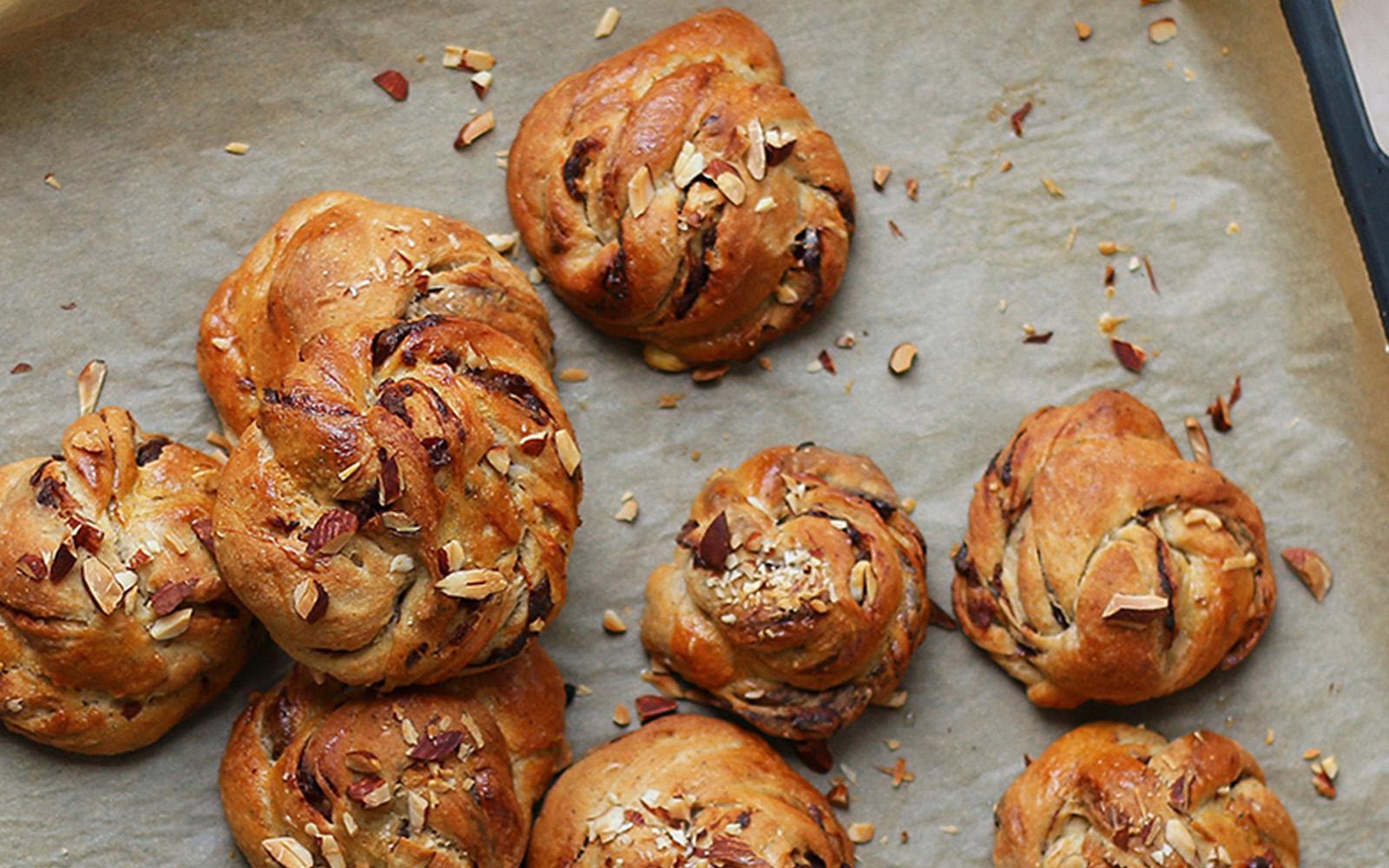 Sourdough Cinnamon Buns With Dates b
