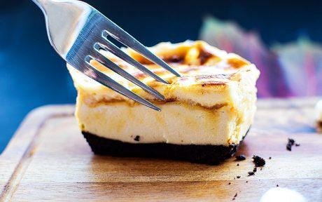 Tempting Baked Marshmallow & Oreo Cheesecake