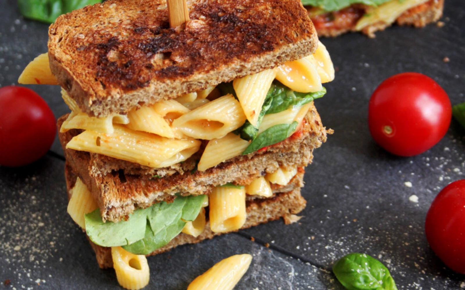 mac and cheese toast