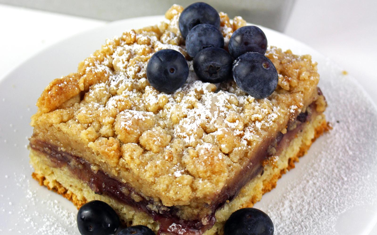 Vegan Blueberry Crumb Buns