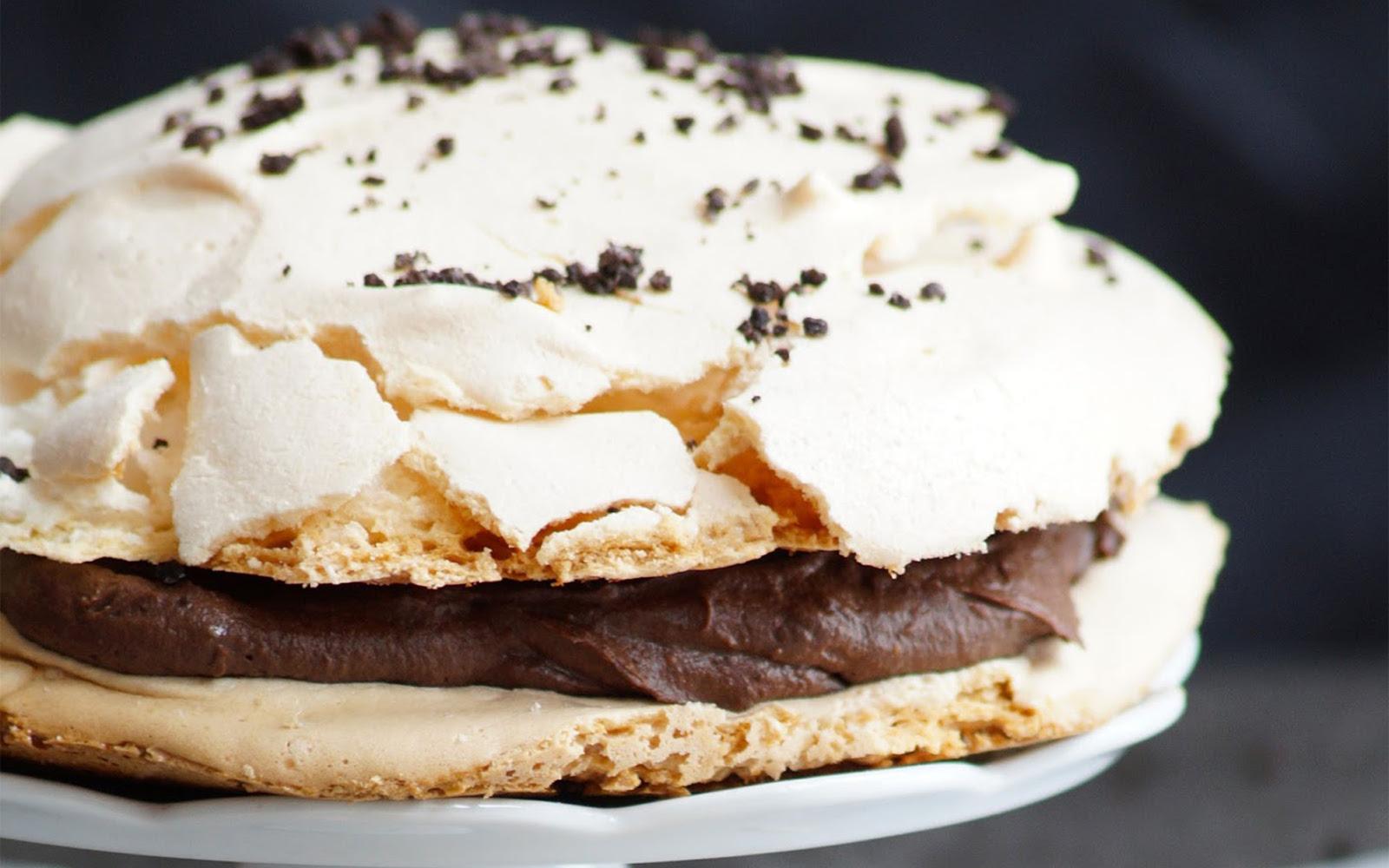 Meringue Cake With Chocolate Cream