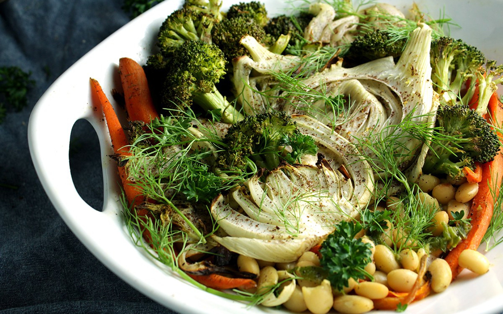 Vegan Fennel Bowl With Creamy White Beans and Dry Roasted Vegetables