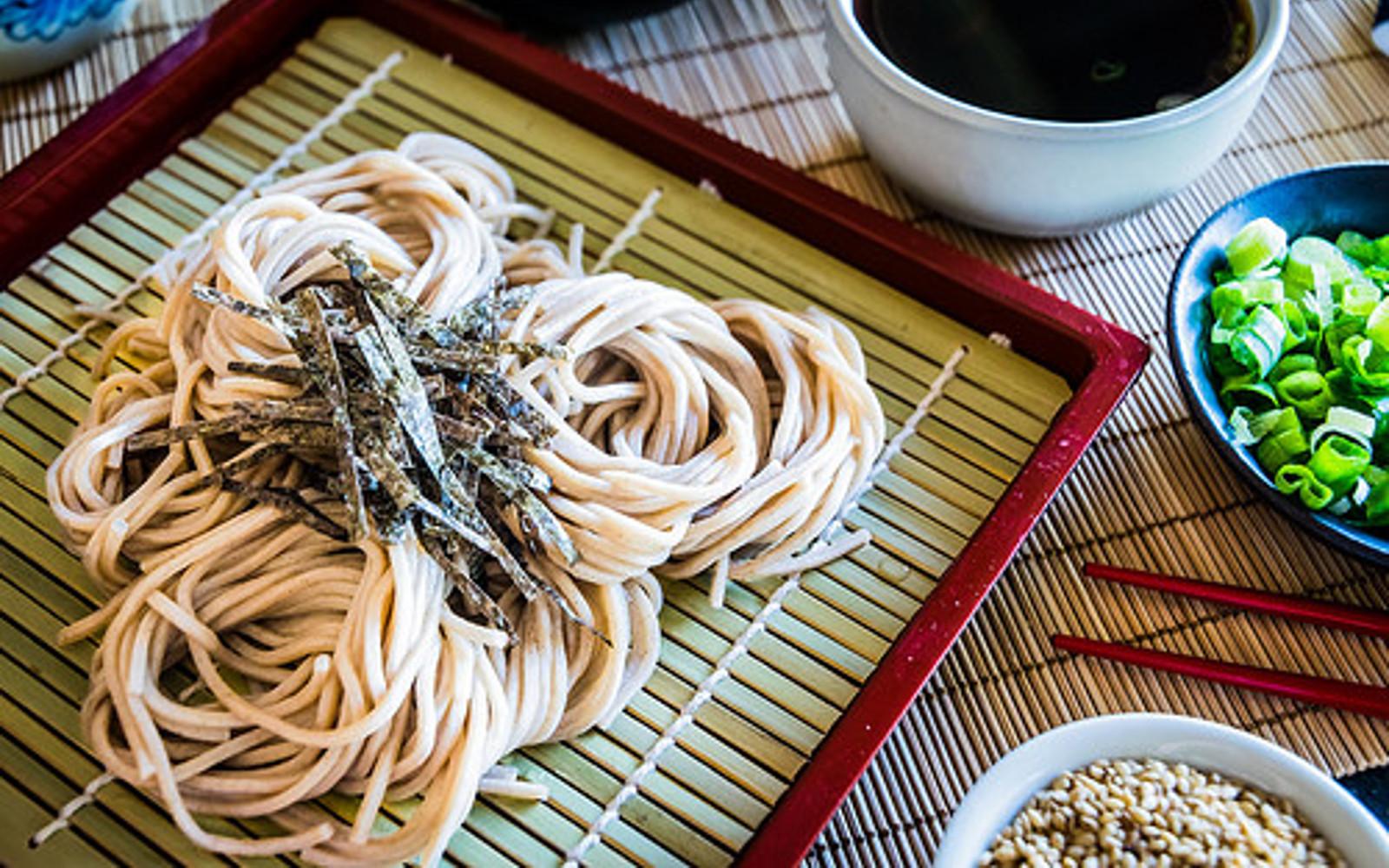 Zaru Soba: Japanese Cold Buckwheat Noodles [Vegan, Gluten-Free]