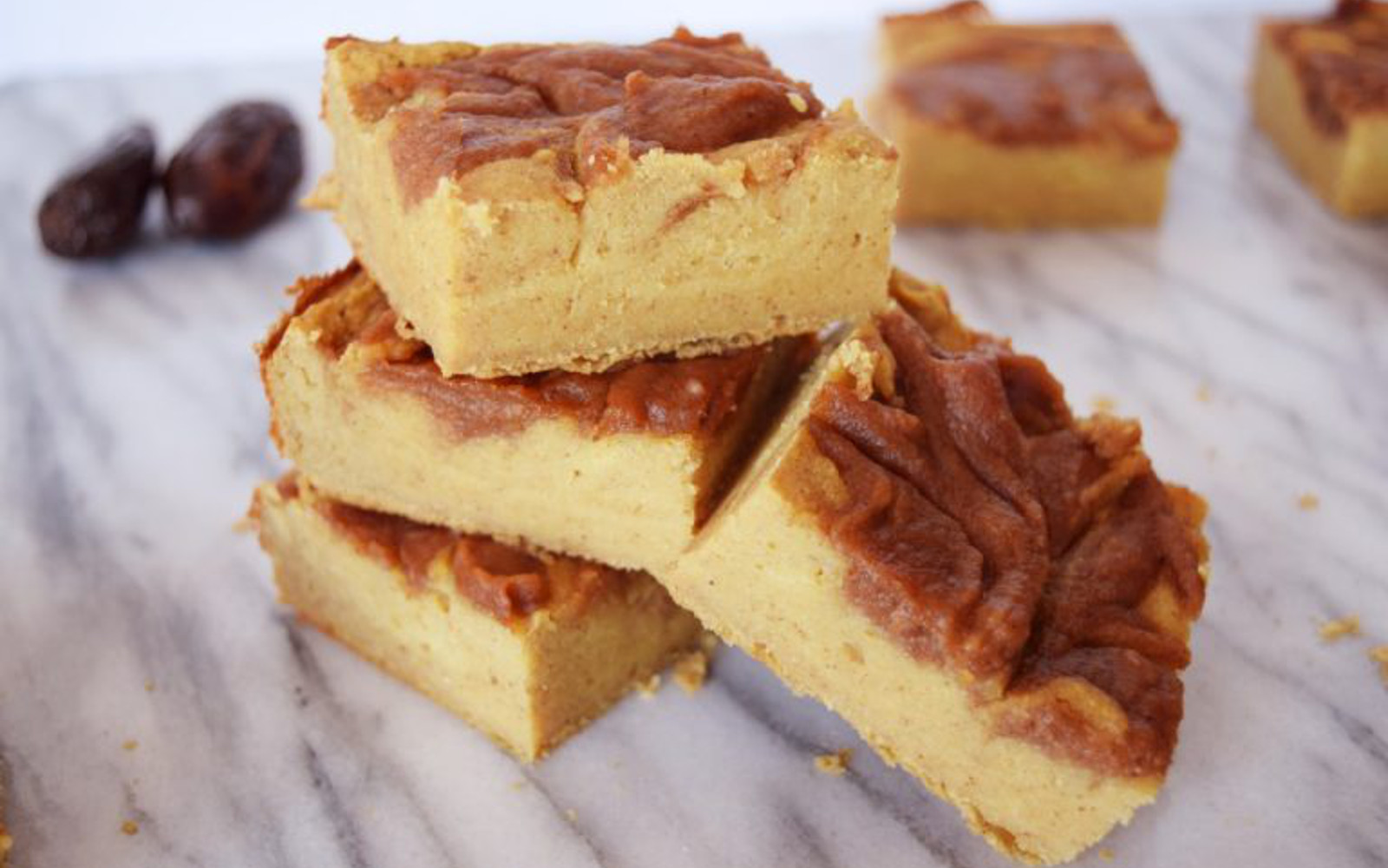 Chewy Cinnamon Roll Blondies b