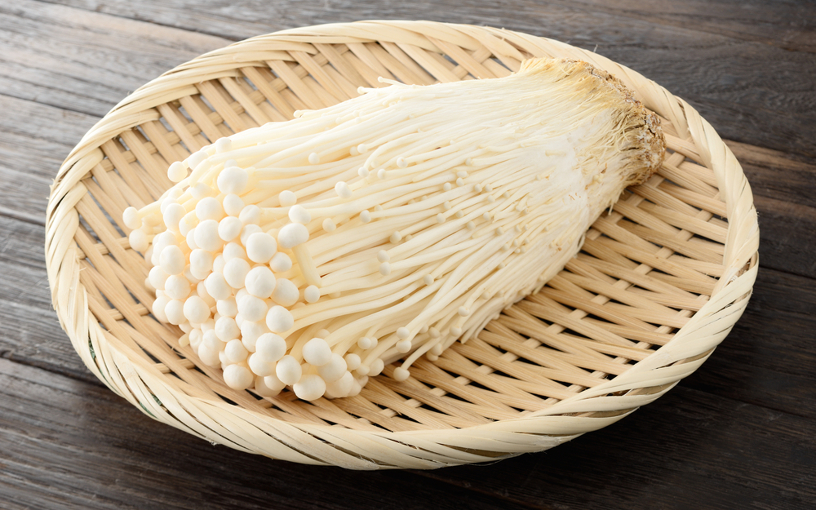 How to Use Enoki Mushrooms in Soups, Noodle Dishes, and More - One Green  Planet