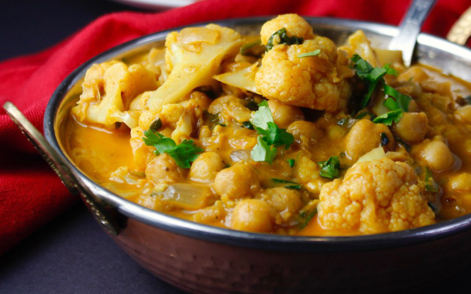 Middle Eastern Braised Chickpeas With Cauliflower