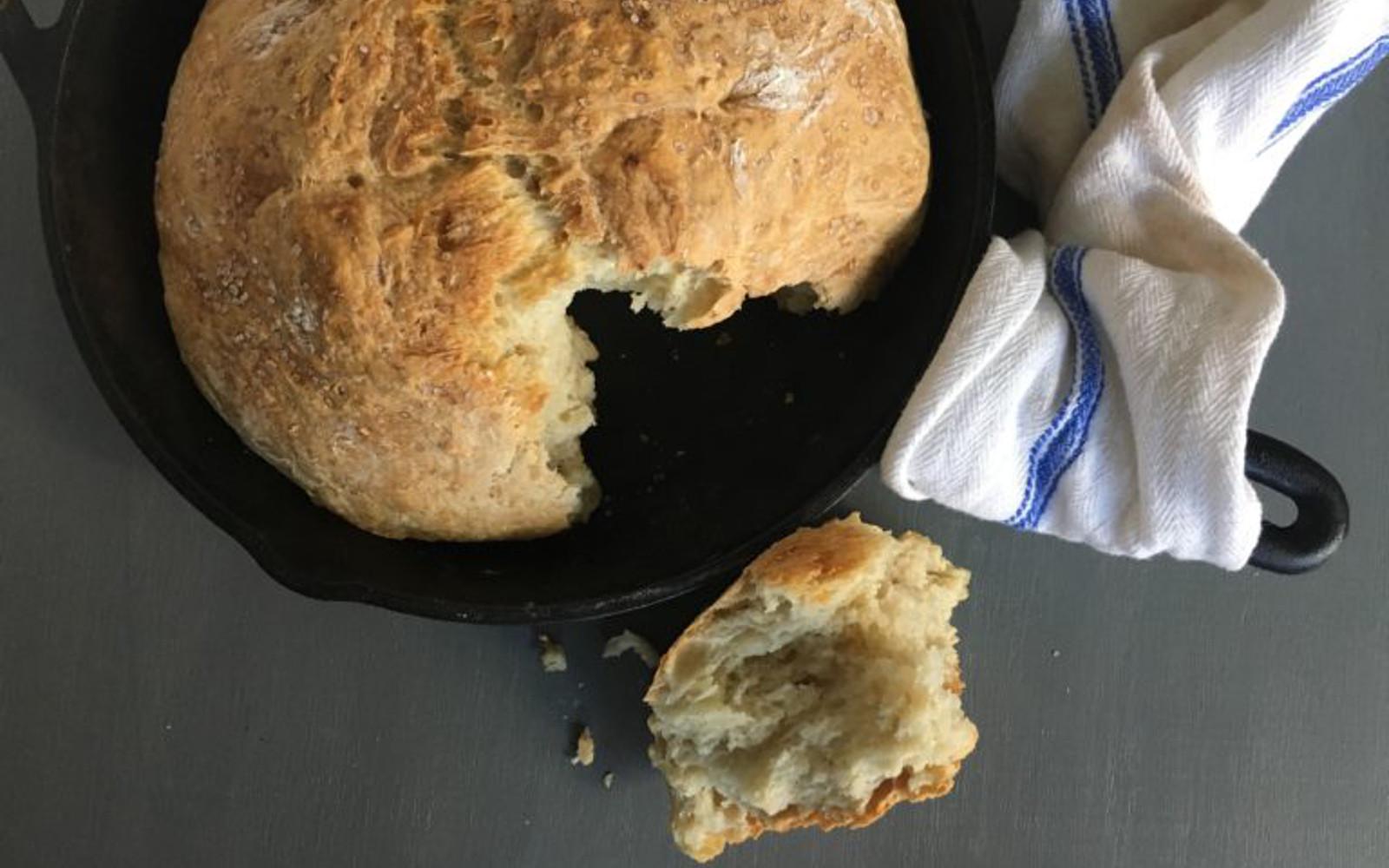 Vegan Roasted Garlic Skillet Bread