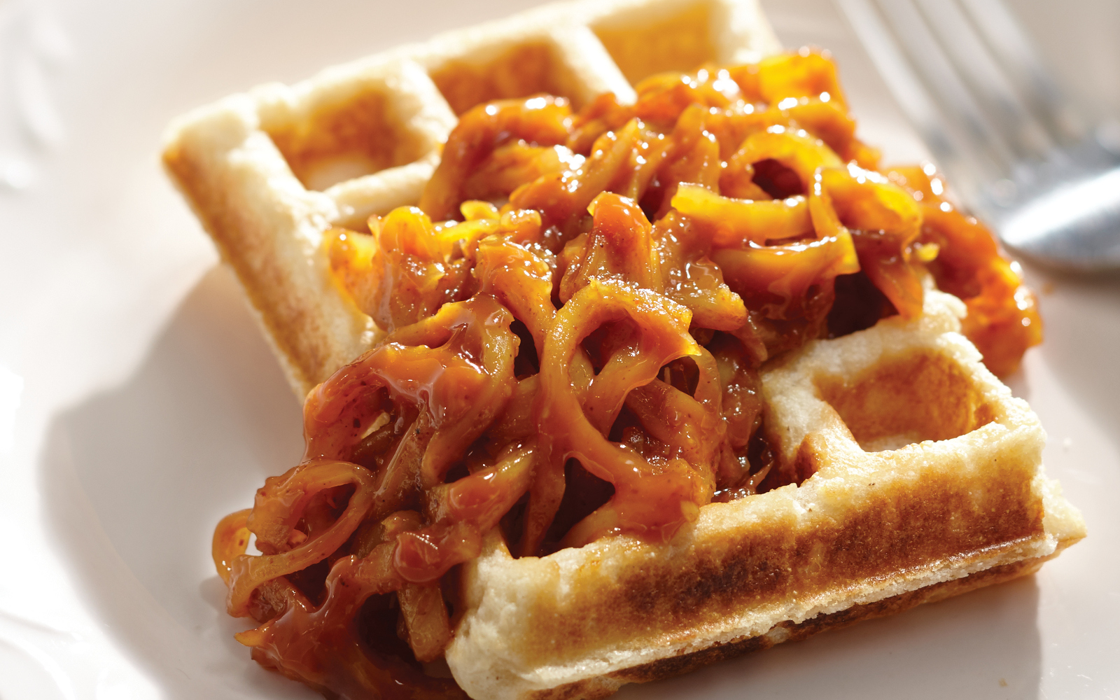 Cornbread Waffles With Pulled Jackfruit