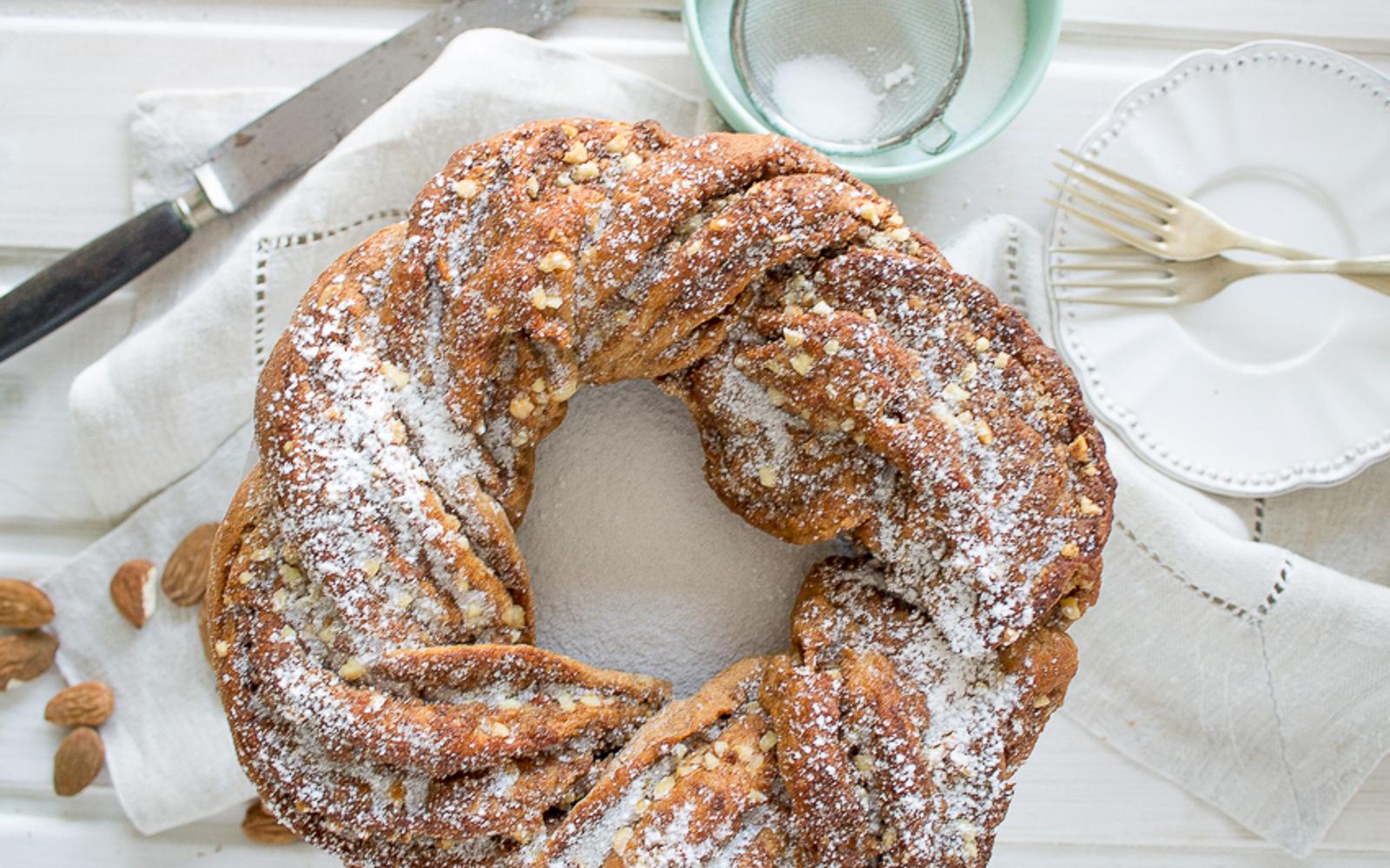 Sugar-Free Cinnamon Almond Ring Cake [Vegan]