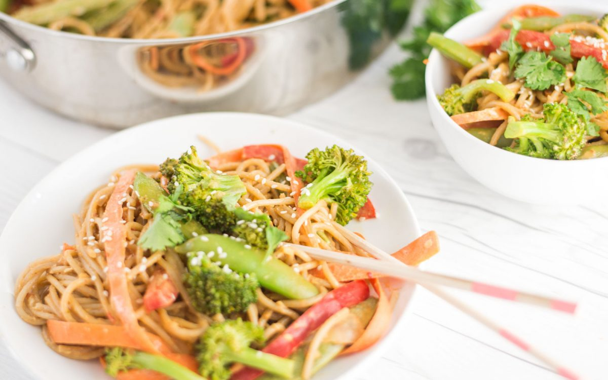 Vegan 15-minute quick and easy peanut vegetable noodle bowls
