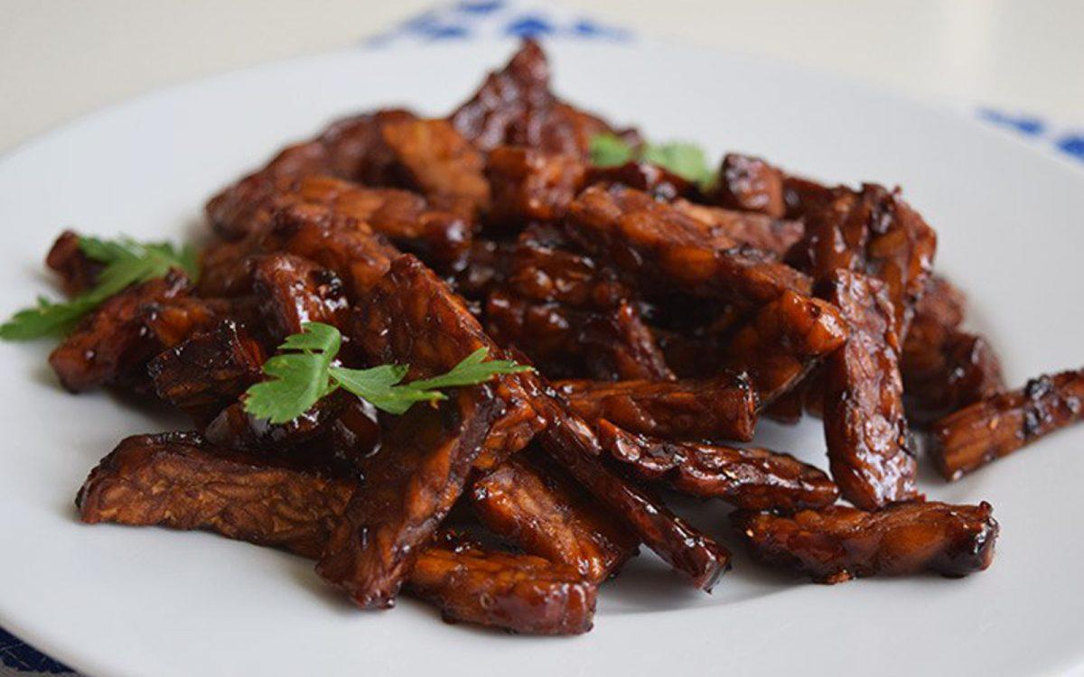 Vegan Tempeh Goreng: Indonesian Spicy-Sweet Tempeh