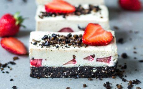 Strawberry Cookies and Cream Cheesecake [Vegan, Gluten-Free]