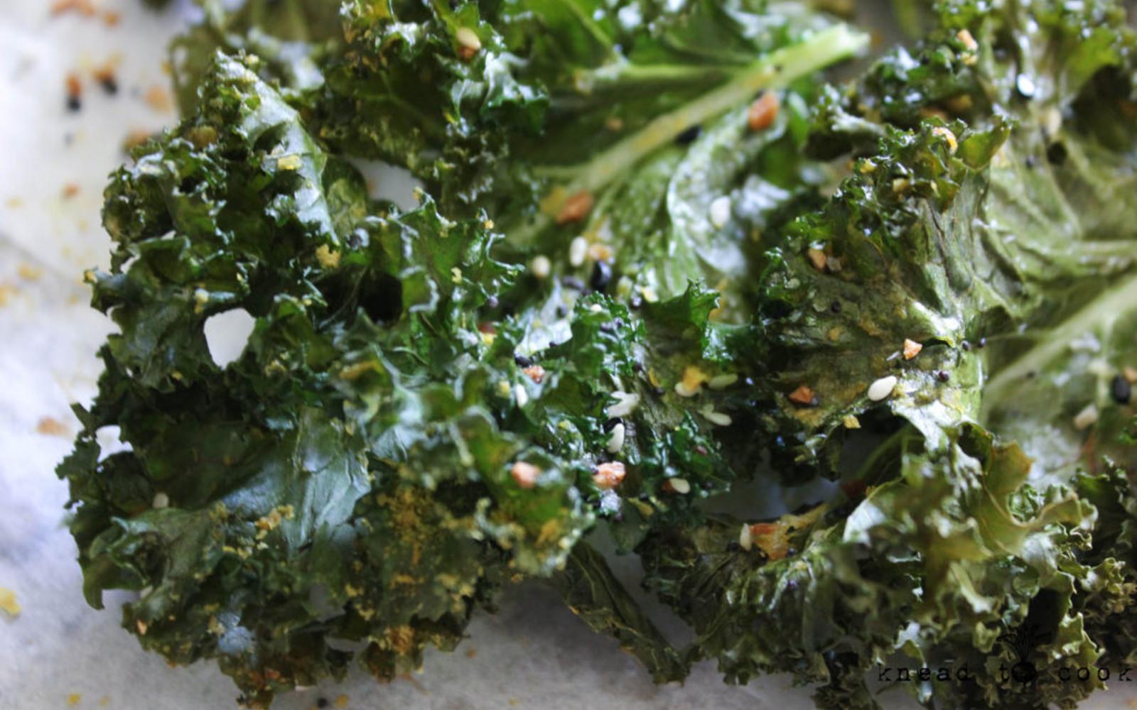 Vegan Everything Bagel Kale Chips