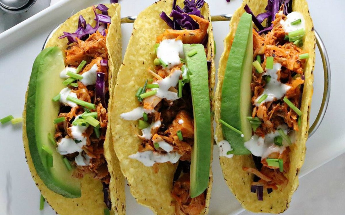 Quick and easy vegan buffalo jackfruit tacos