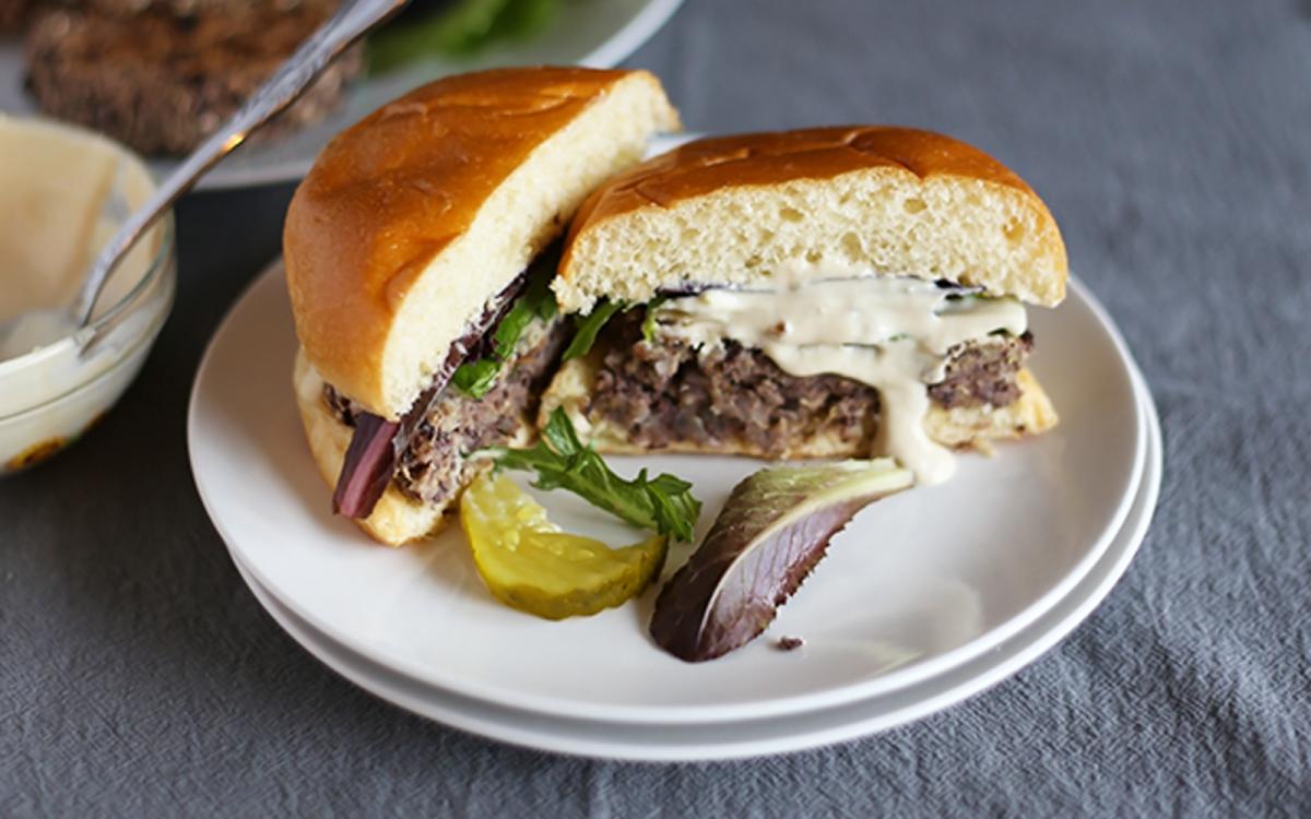 Vegan 5-Ingredient Garlic Onion Black Bean Burgers