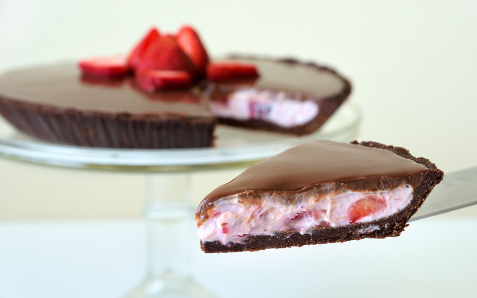 Vegan Grain-Free No-Bake Chocolate-Covered Strawberry Pie