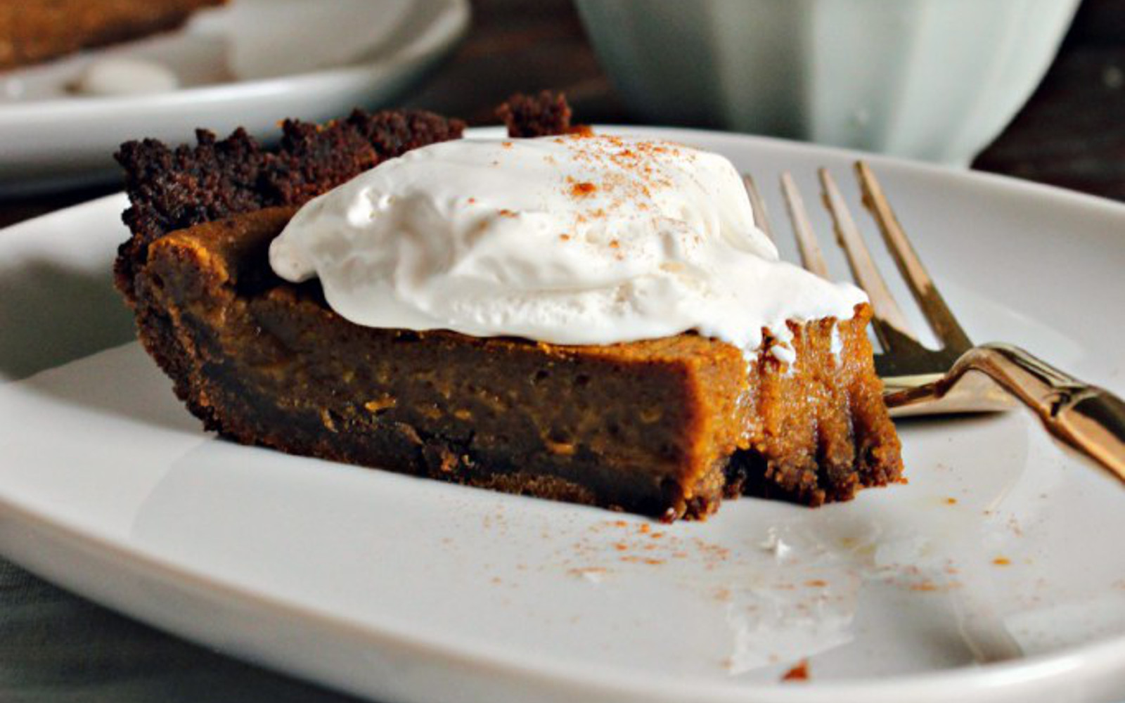 Vegan gingersnap pumpkin pie