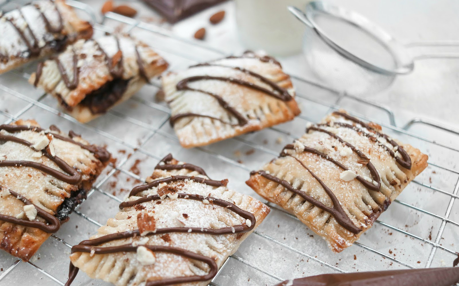 Banana and nutella puff pastries