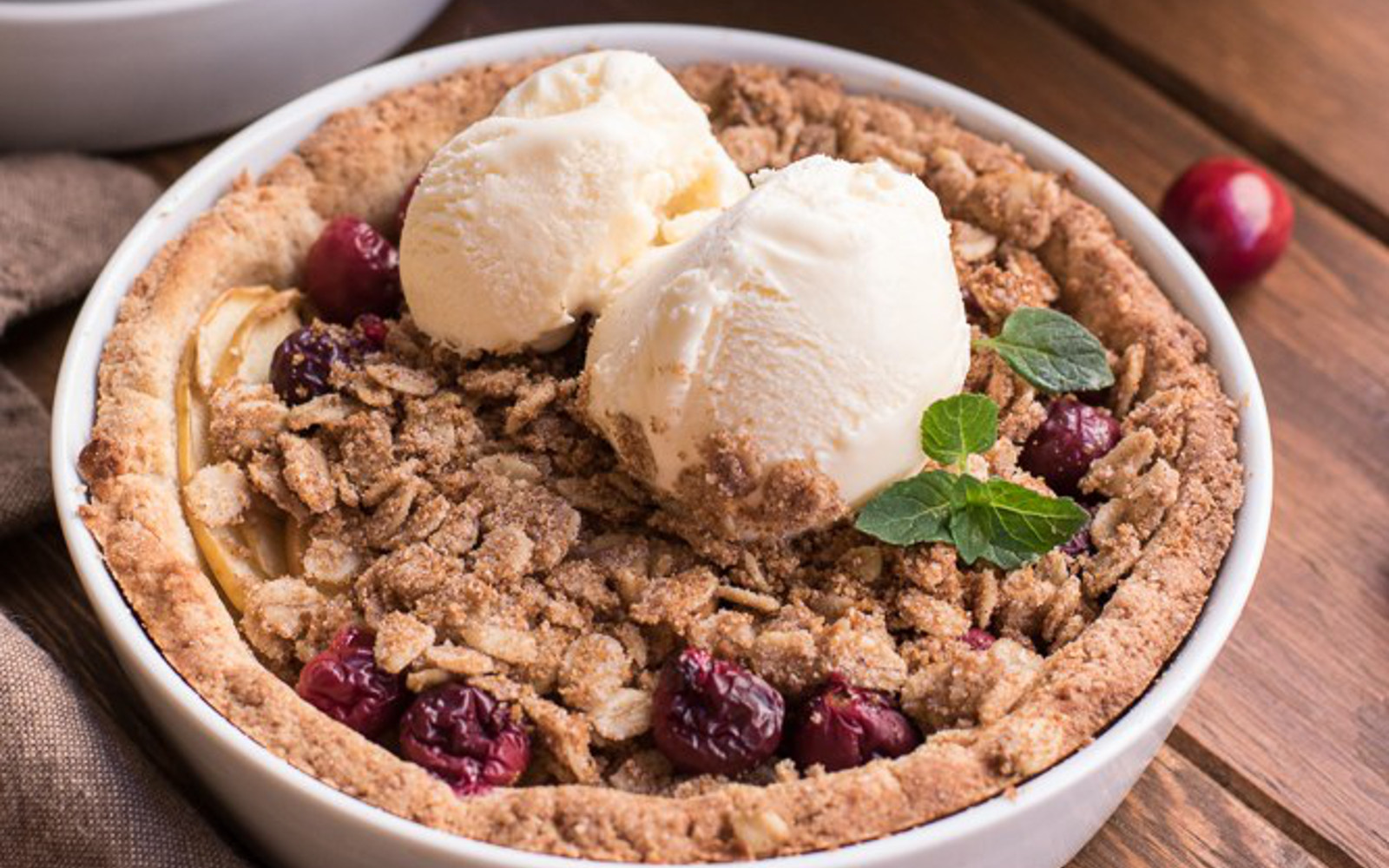 Vegan Healthy Cranberry Apple Crumble Pie
