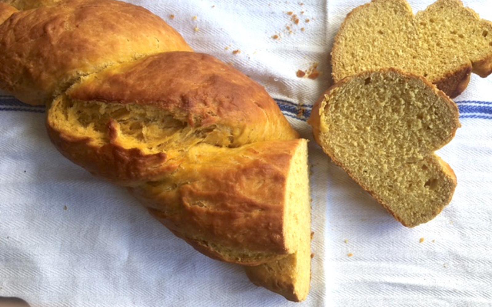 Tsoureki: Vegan Greek Pumpkin Sweetbread sliced 2