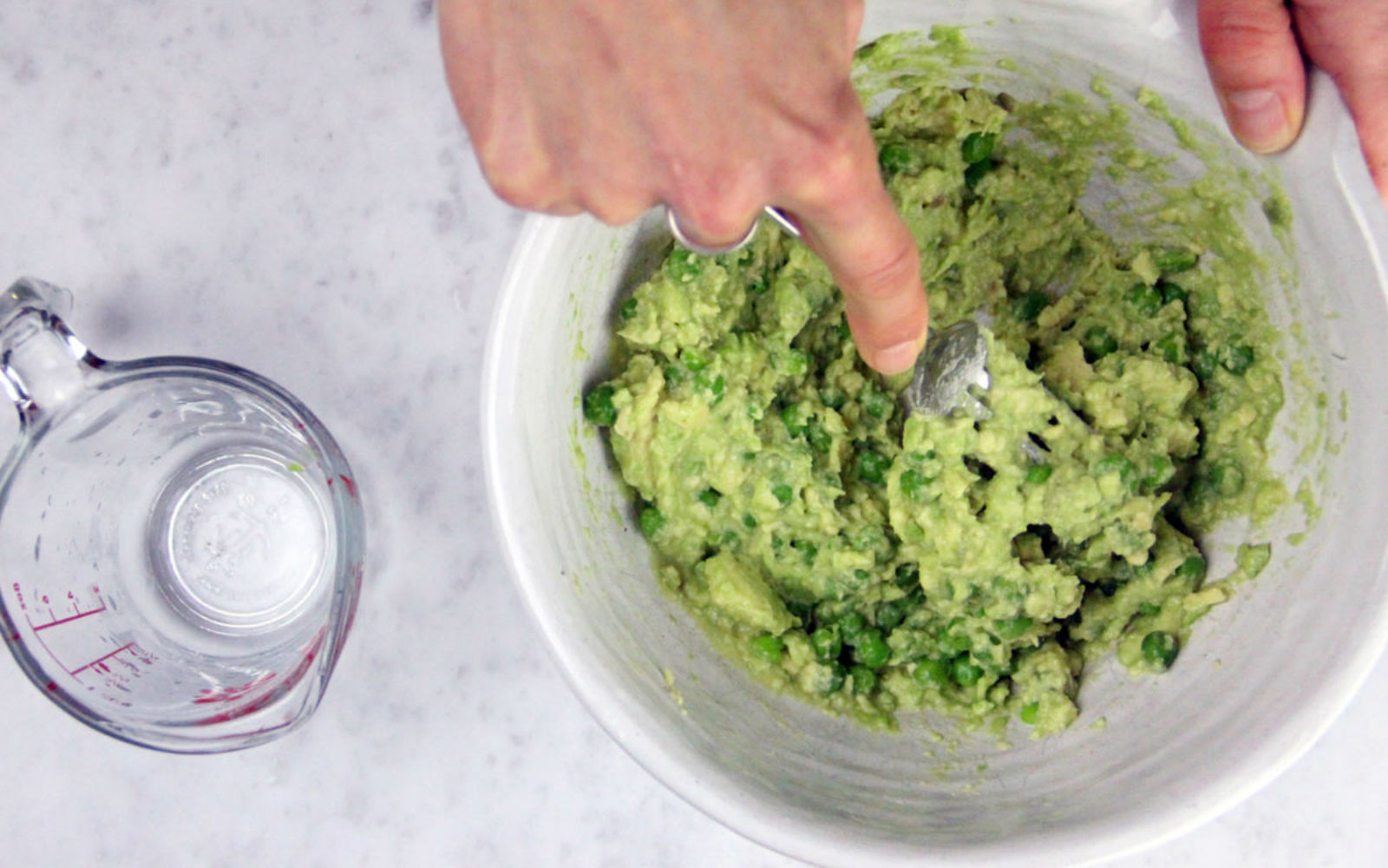 Vegan Easy Protein Guacamole with peas