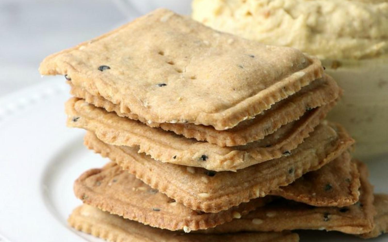 Vegan Whole Wheat Sesame Crackers With Hummus