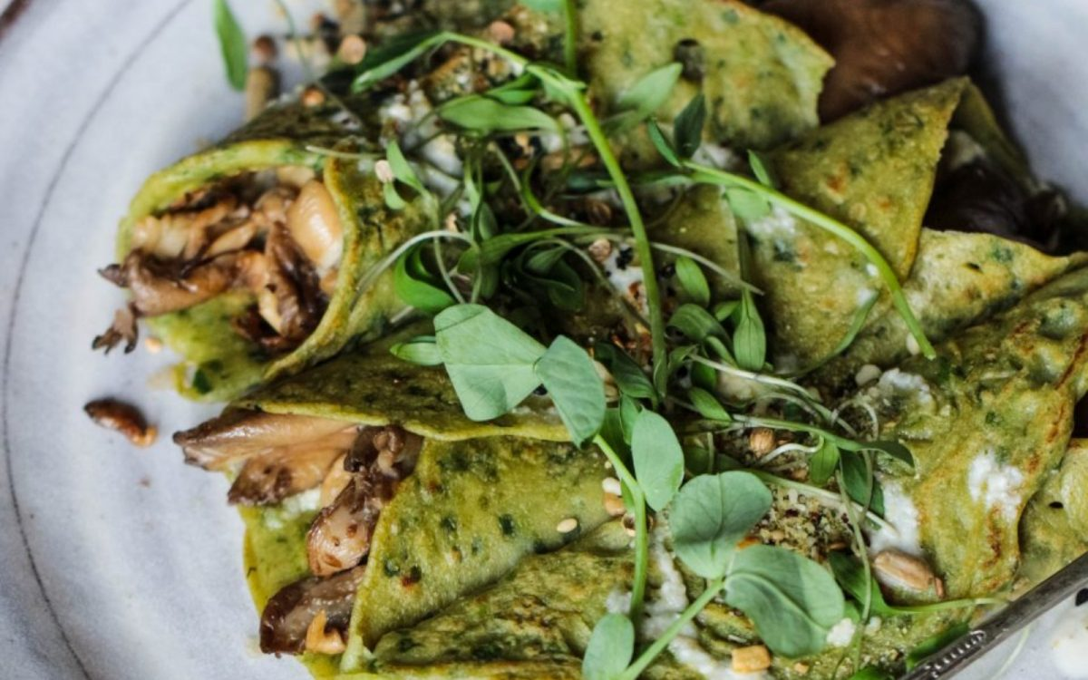 vegan buckwheat spinach crepes with mushrooms, pesto and tahini dressing