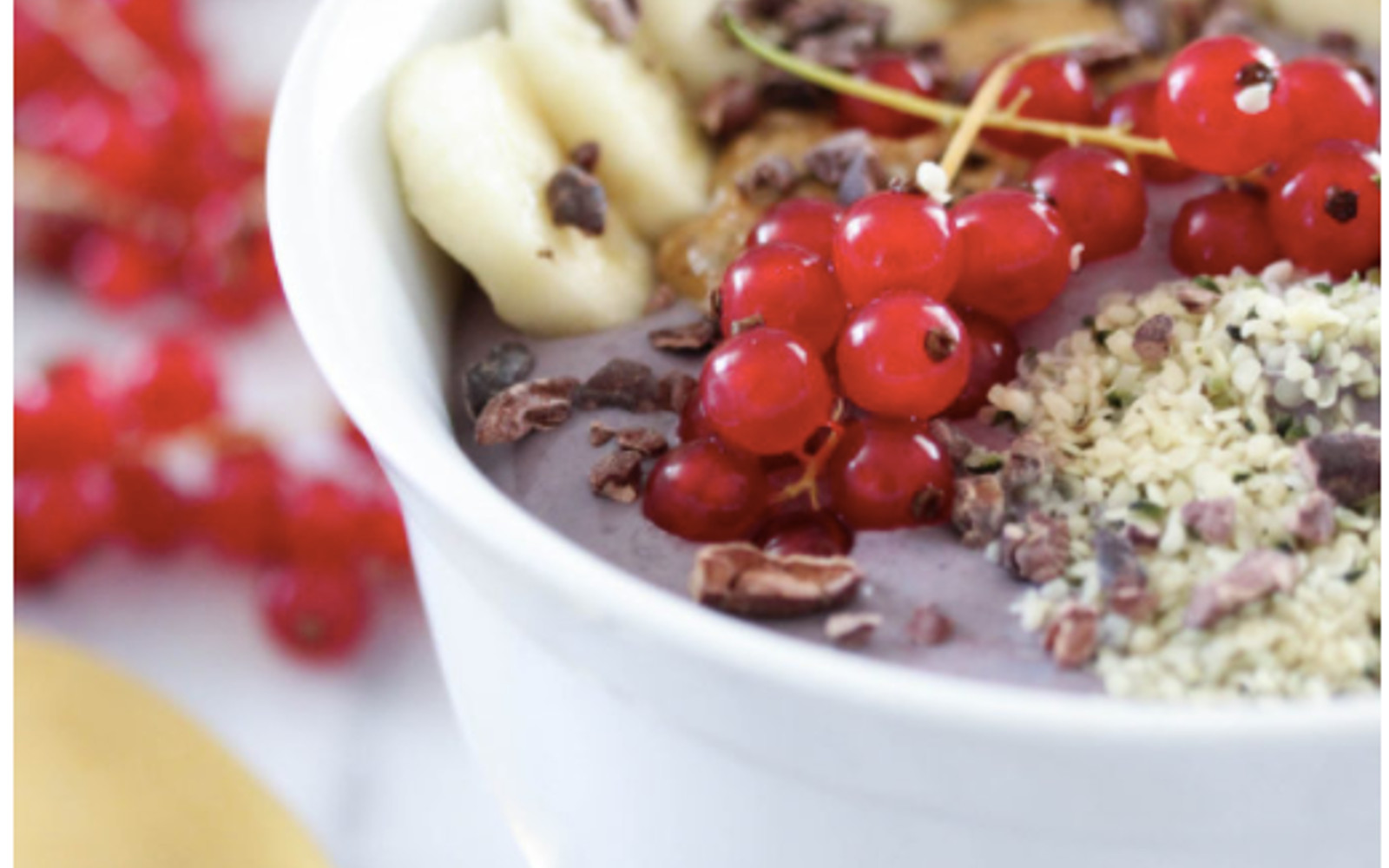Protein Açaí and Red Currant Breakfast Bowl