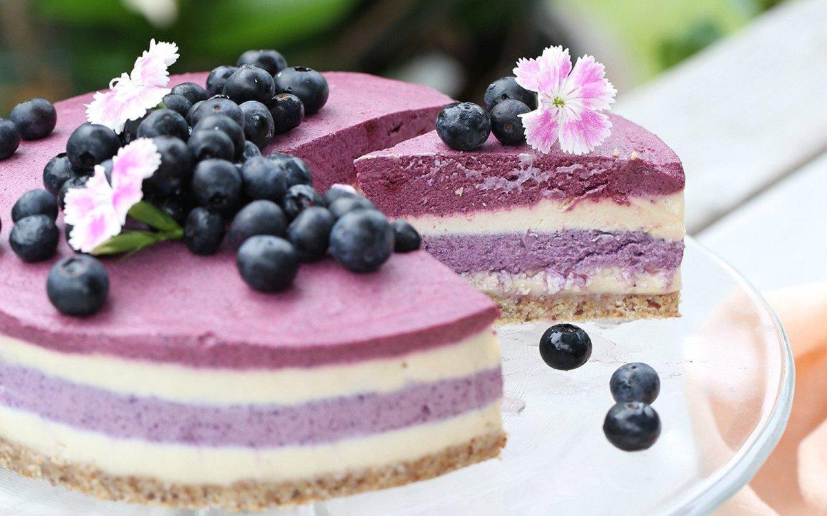 Raw Blueberry Beet Cheesecake [Vegan, Gluten-Free]