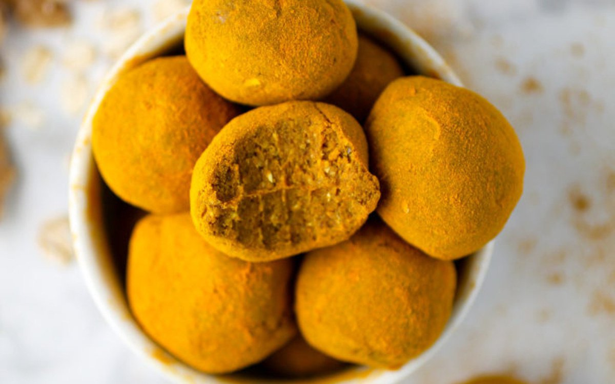 Vegan Raw Turmeric-Dusted Snack Balls