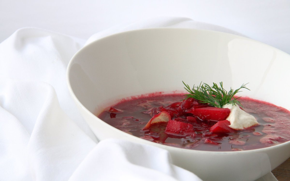 Borscht with cashew sour cream