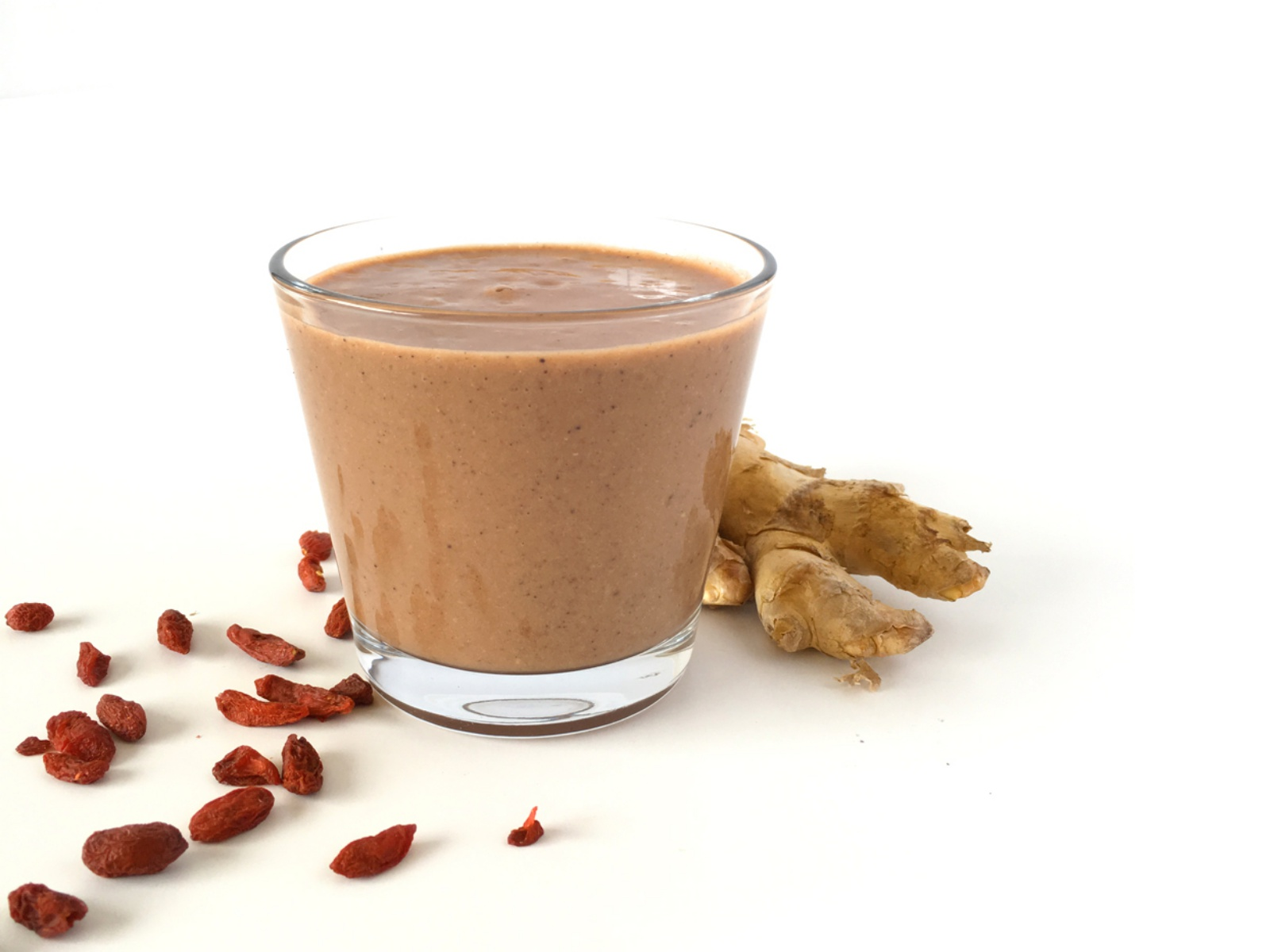 Goji berry and ginger smoothie