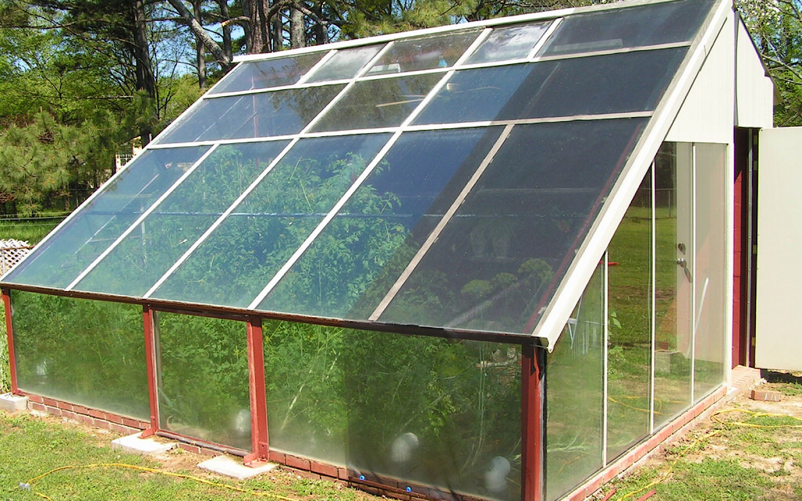 7 Tricks For Keeping The Greenhouse Warm Without Using Electricity One Green Planet