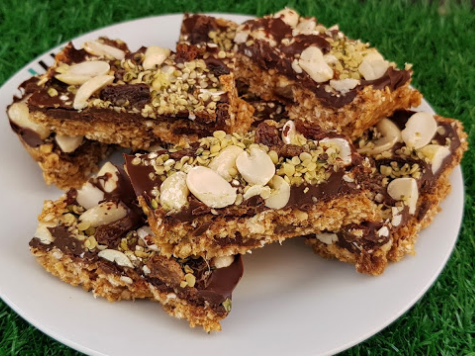 Chocolate, Oatmeal and Nut Energy Bars