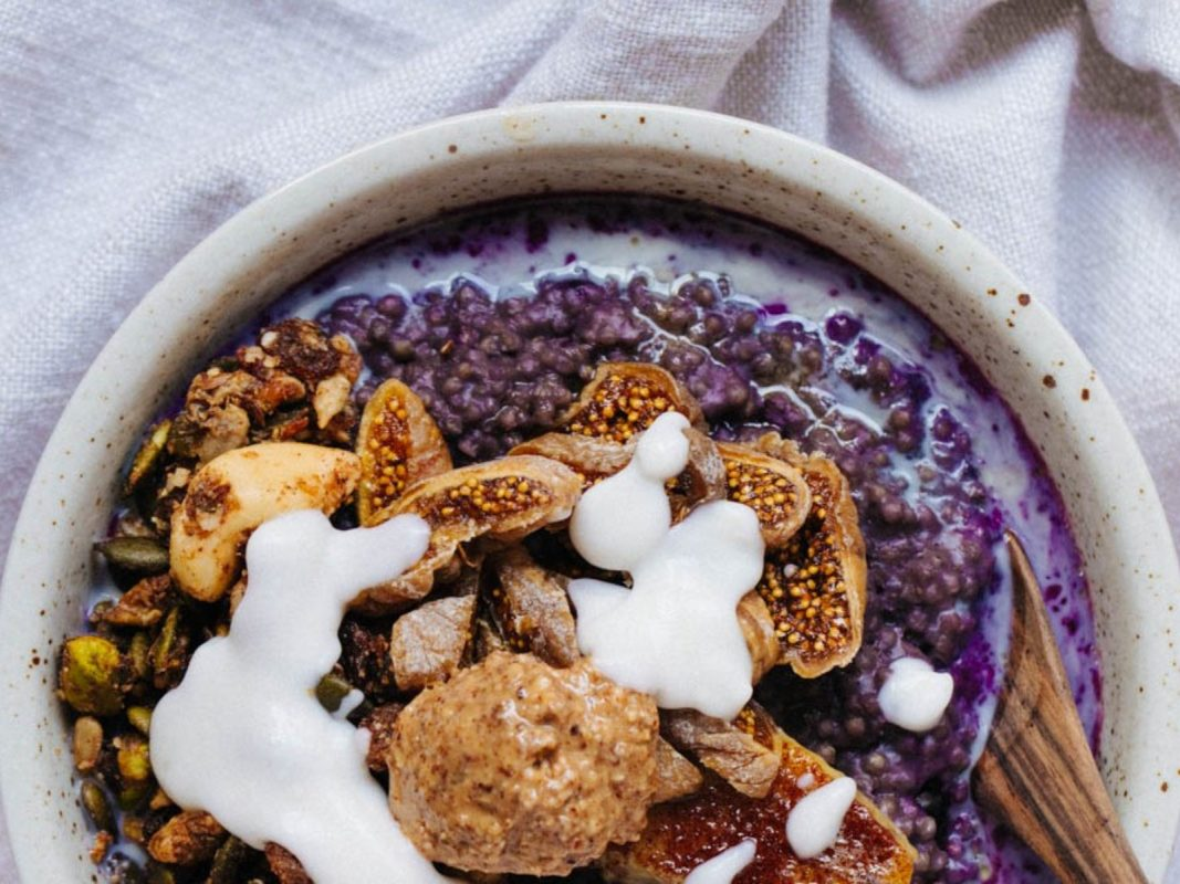 Blueberry and millet porridge
