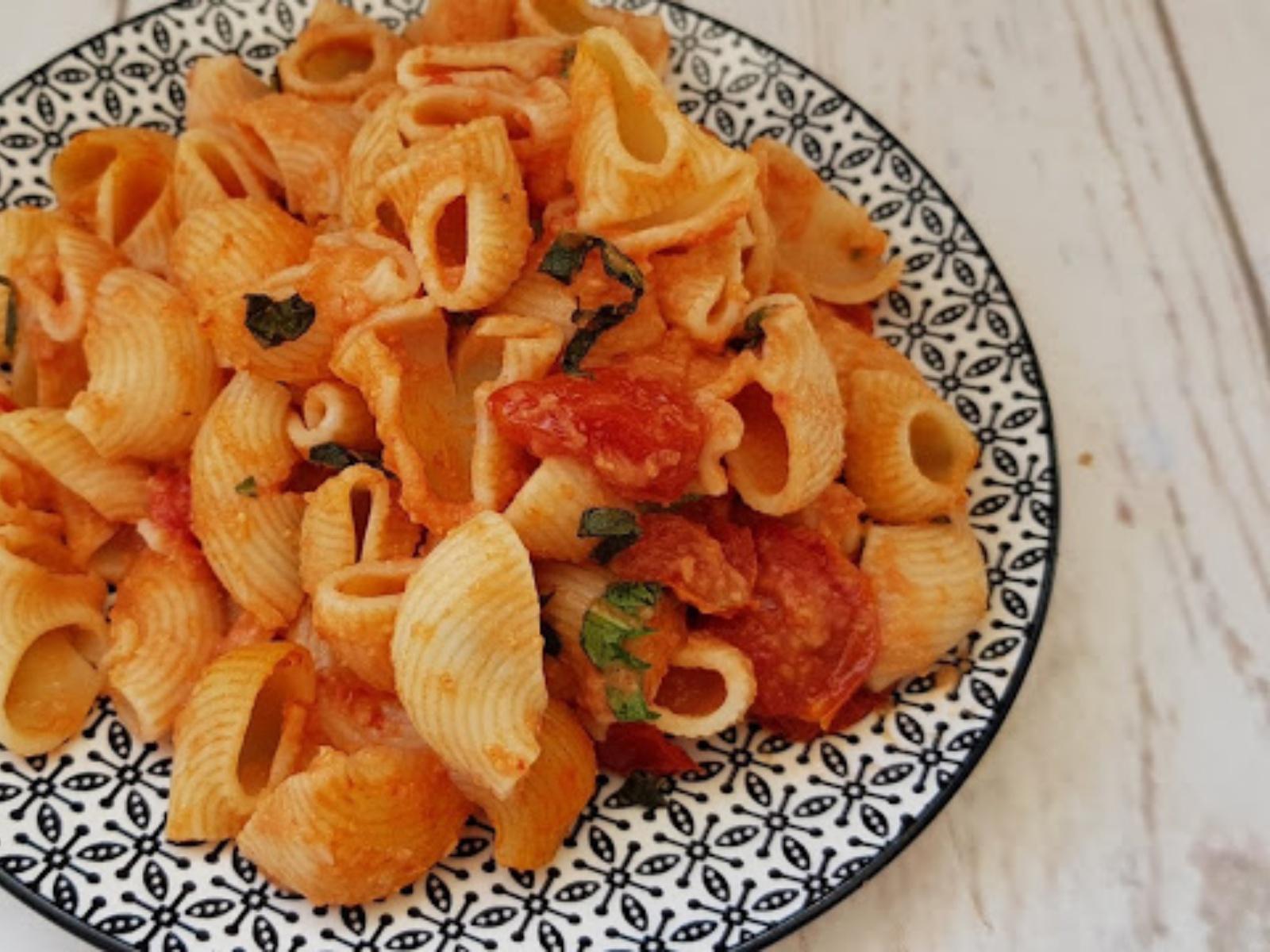 Pasta With Hummus Tomato Sauce