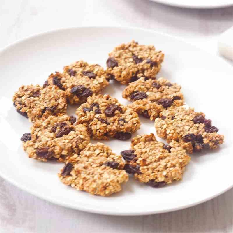 Vegan 3-Ingredient Raisin Oat Cookies